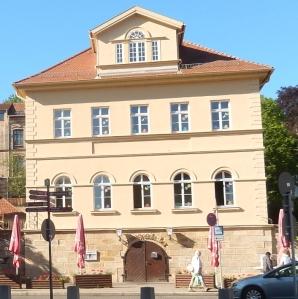 Der Eisenacher Brunnen-Keller bei Tageslicht.
